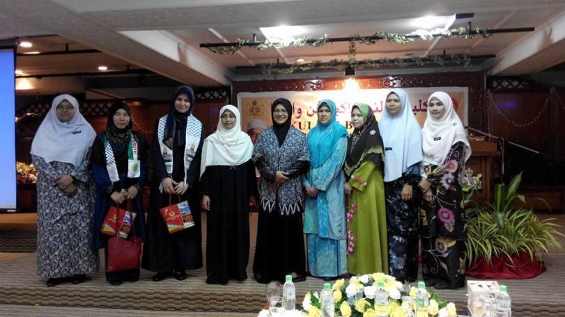 Bergambar dengan selepas tamat program. Bersama kami, Puan Widyan Pal dari Palestin